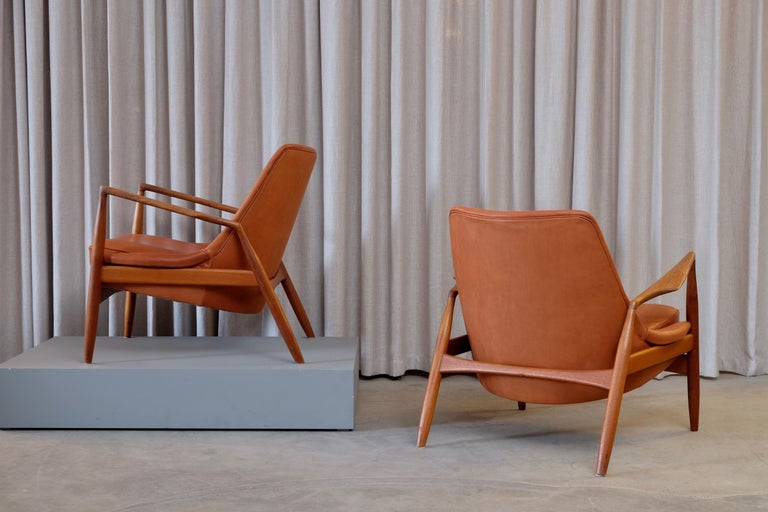 Rare Pair of Ib Kofod-Larsen Seal or Sälen Easy Chairs, 1960s In Good Condition For Sale In Stockholm, SE