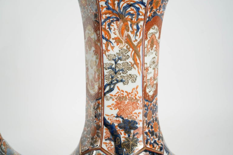 Rare Pair of Imari Porcelain Vases with Polychrome Decor, Japan, 19th Century In Good Condition For Sale In Saint-Ouen, FR