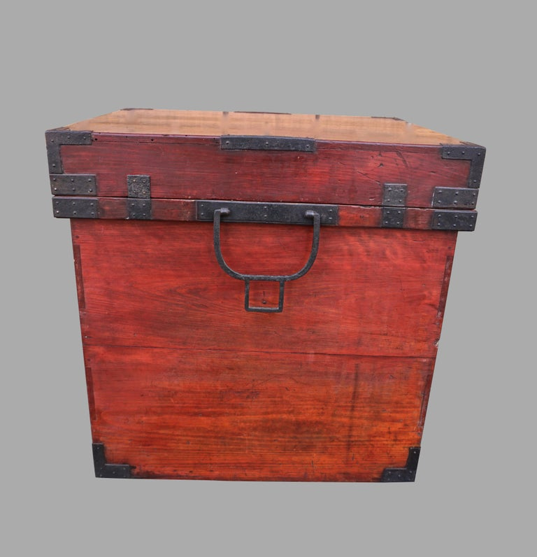 Rare Pair of Japanese Armor Carrying Cases with Imperial and Tokugawa Crests For Sale 3