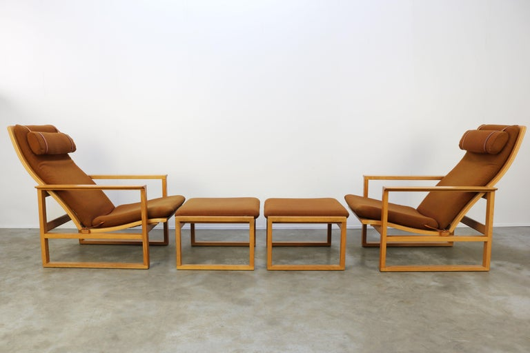 Rare pair of Model 2254. ''Slaedestolen'' lounge chairs with matching pair of Model 2248. ottomans. Designed by Børge Mogensen for Fredericia in the 1950s. The Model 2254. lounge chairs can be adjusted for a seating and a relaxing position , very