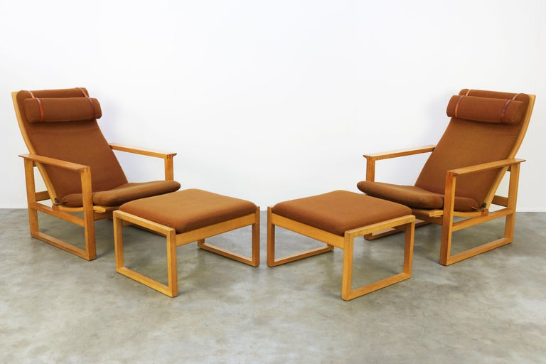Leather Rare Pair of Model 2254 Lounge Chairs by Børge Mogensen with Ottomans 1950s Wool For Sale