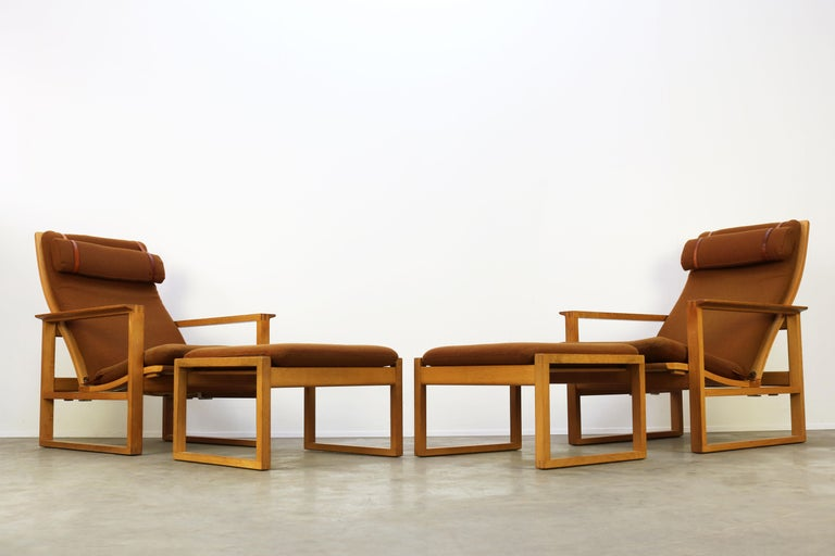Rare Pair of Model 2254 Lounge Chairs by Børge Mogensen with Ottomans 1950s Wool For Sale 1