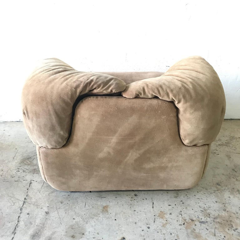 """Rare Pair of Suede """"Confidential"""" Armchairs or Club Chairs by Alberto Rosselli In Good Condition For Sale In Miami, FL"""