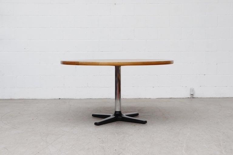 Mid-Century Modern Rare Pastoe Round Oak Pedestal Dining or Center Table For Sale