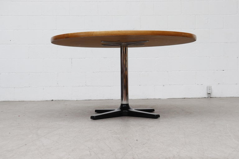 Late 20th Century Rare Pastoe Round Oak Pedestal Dining or Center Table For Sale