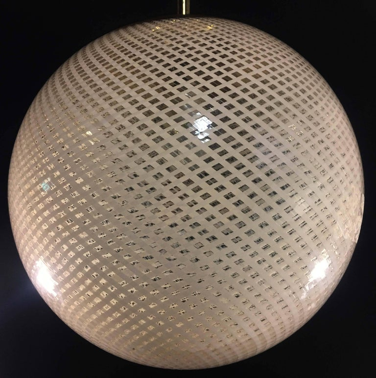 Globe Chandelier Reticello attibuited to Carlo Scarpa per Venini, Murano, 1950s In Excellent Condition For Sale In Budapest, HU