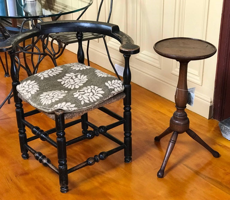 Mid-18th Century Rare Pennsylvania Walnut William & Mary Turned Candle Stand For Sale