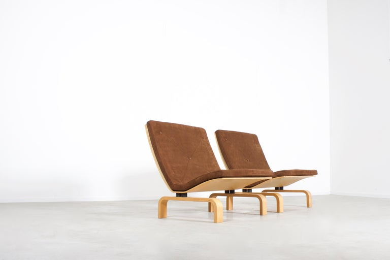 Set of impressive PK27 easy chairs in excellent condition.