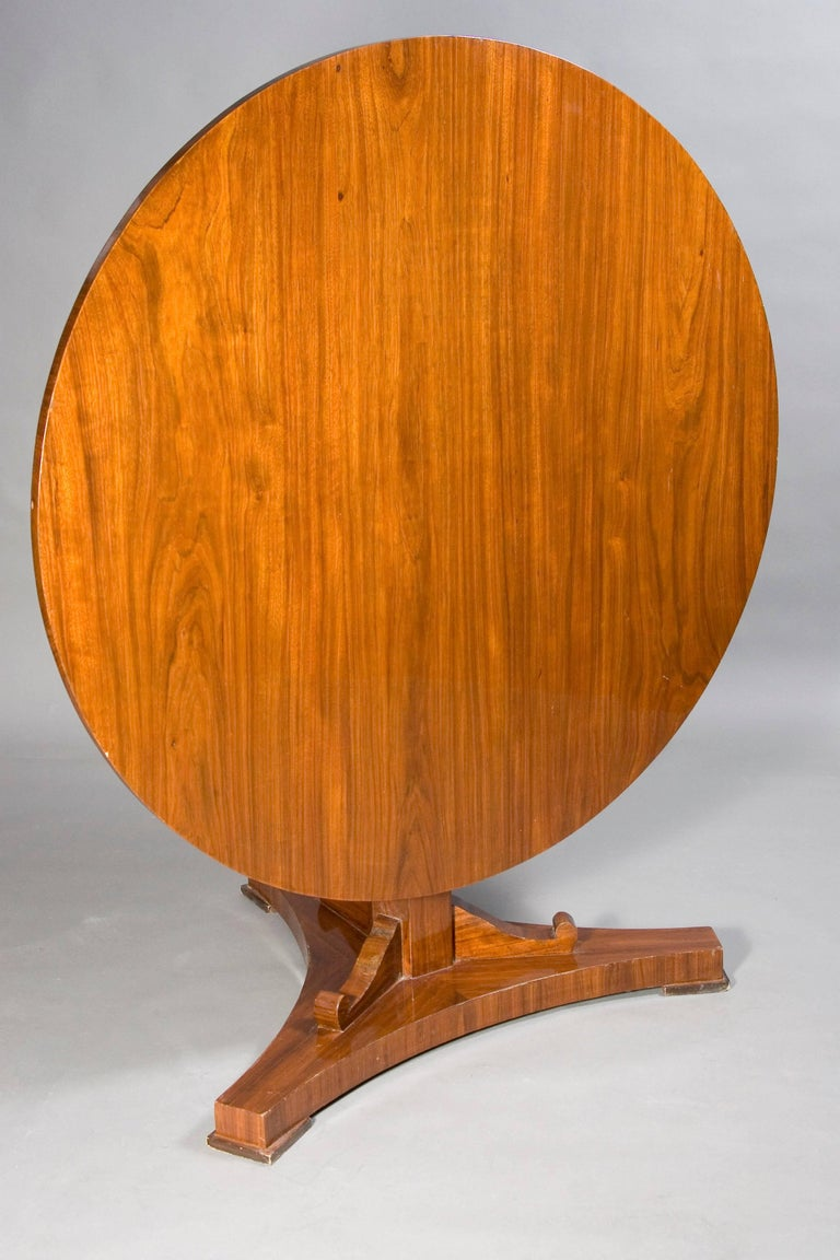 Rare Round Folding Table in Biedermeier Style In Good Condition For Sale In Berlin, DE