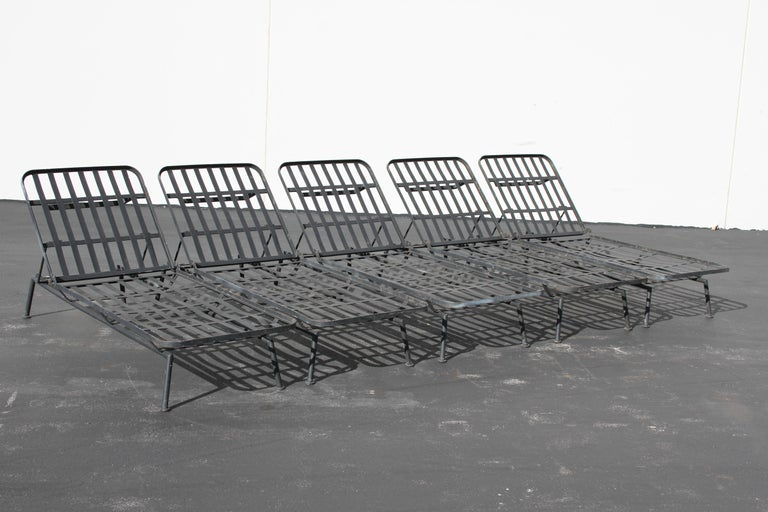 Mid-Century Modern Rare Russell Woodard Wrought Iron Chaise Lounge or Daybed For Sale