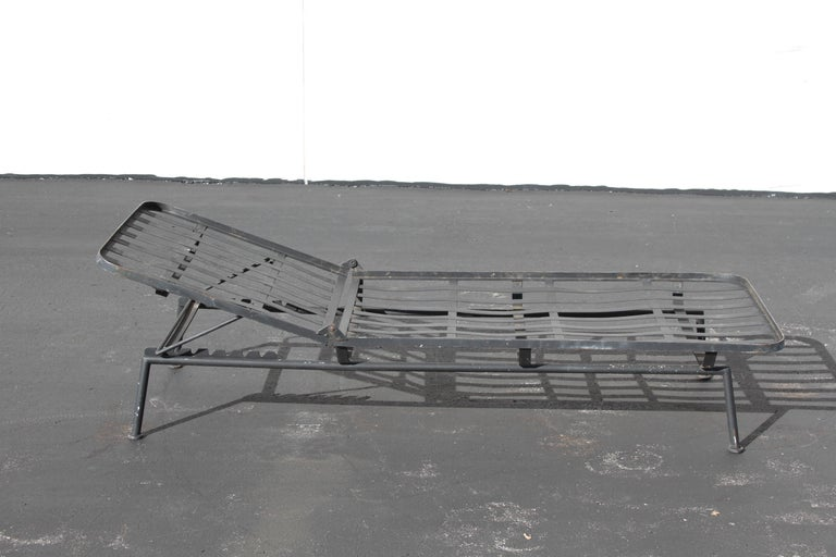 Rare Russell Woodard Wrought Iron Chaise Lounge or Daybed In Good Condition For Sale In St. Louis, MO