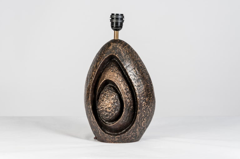 Rare Sculptural Bronze Lamp by Fernand Dresse In Excellent Condition For Sale In Bois-Colombes, FR