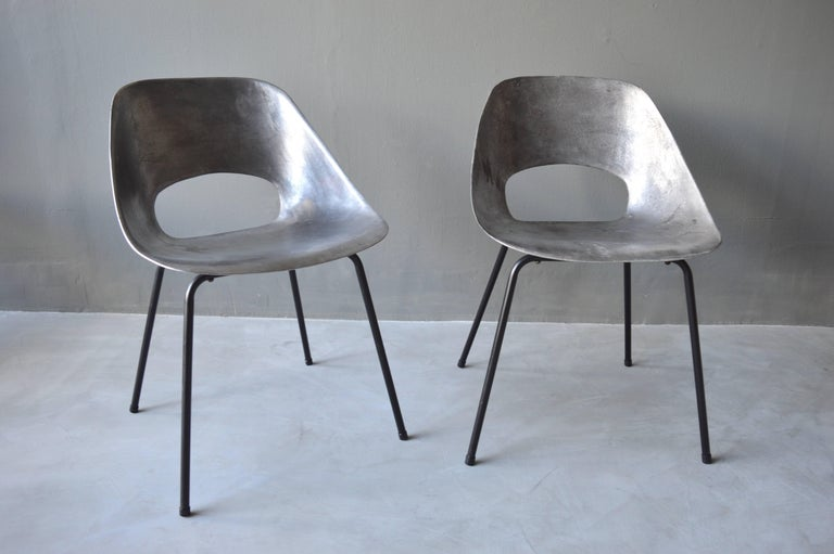 French Rare Set of 10 Aluminum Chairs by Pierre Guariche For Sale