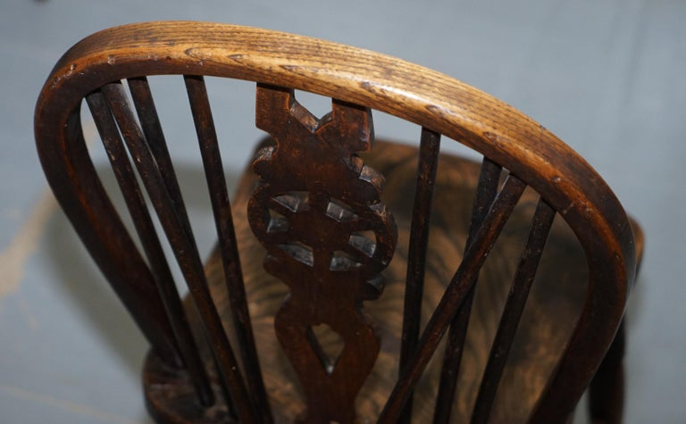 Rare Set of 6 Victorian 1840 Hoop Back Windsor Chairs High Wycombe, England For Sale 3