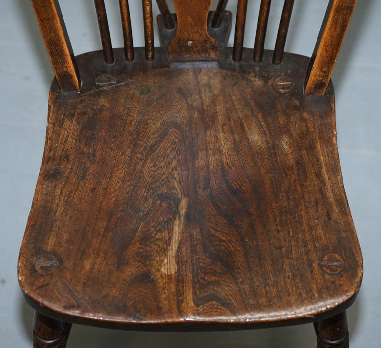 Rare Set of 6 Victorian 1840 Hoop Back Windsor Chairs High Wycombe, England For Sale 8