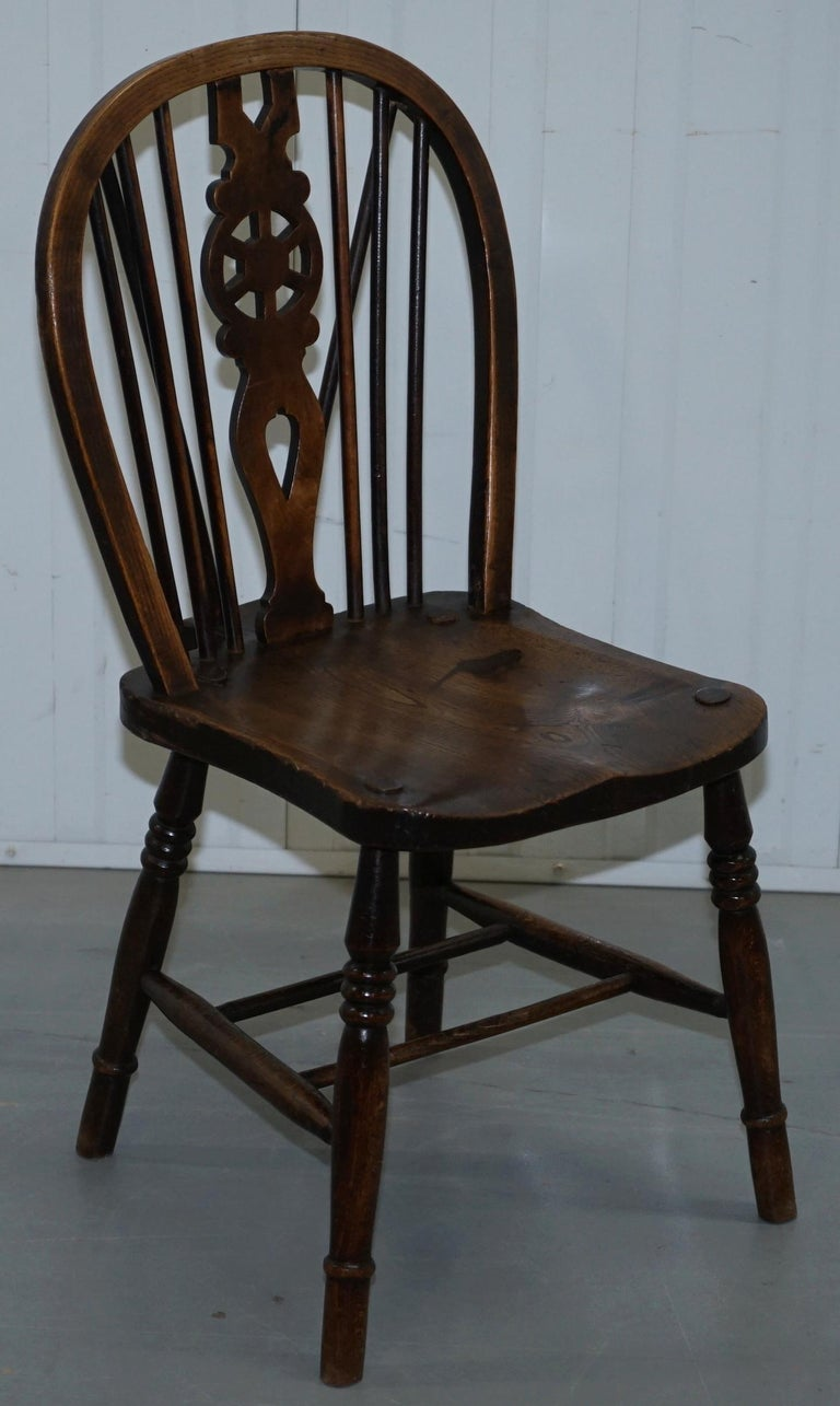 Rare Set of 6 Victorian 1840 Hoop Back Windsor Chairs High Wycombe, England For Sale 11