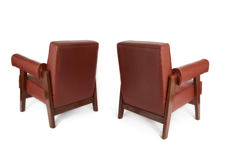 Rare set of advocate armchairs in teak and faux rust leather from the High Court of Chandigarh (Sector 1, Capitol Complex) designed by Pierre Jeanneret and Le Corbusier. This model has a slightly sloping backrest and a solid bridge