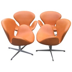 Rare Pair of Cognac Leather Swan Chairs by Arne Jacobsen for Fritz Hansen