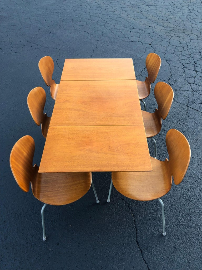 Rare Set of Six Arne Jacobsen Ant Chairs with Drop-Leaf Table In Good Condition For Sale In Redding, CT