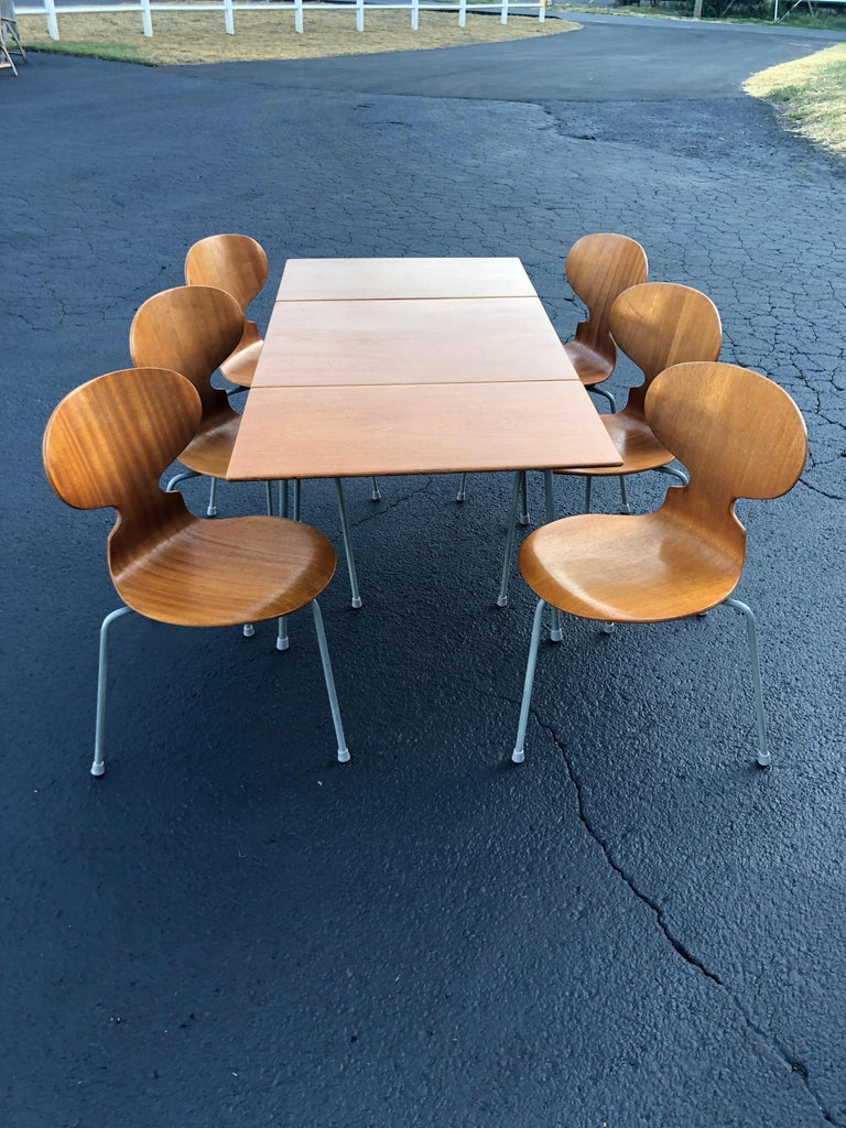 Danish Rare Set of Six Arne Jacobsen Ant Chairs with Drop-Leaf Table For Sale