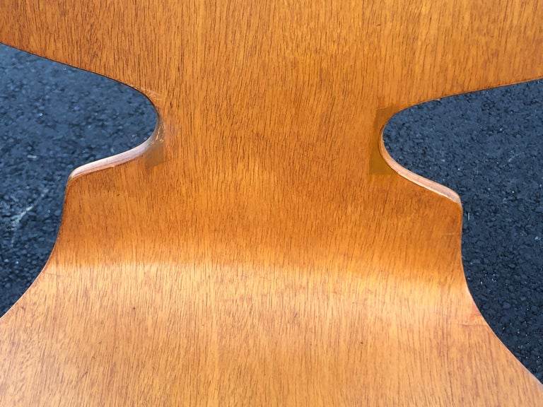 Rare Set of Six Arne Jacobsen Ant Chairs with Drop-Leaf Table For Sale 8