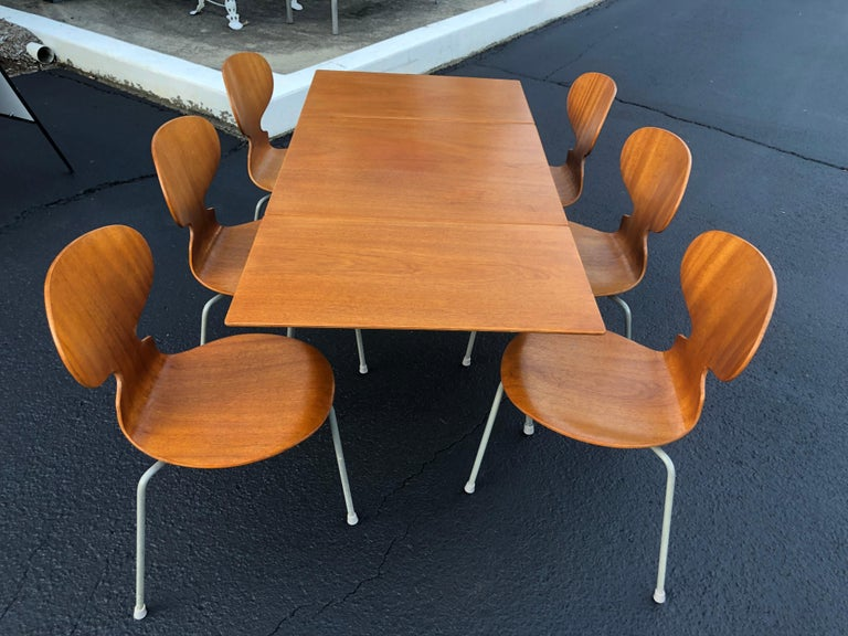 Mid-20th Century Rare Set of Six Arne Jacobsen Ant Chairs with Drop-Leaf Table For Sale