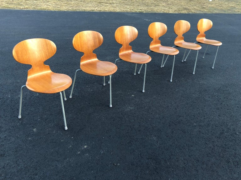 Chrome Rare Set of Six Arne Jacobsen Ant Chairs with Drop-Leaf Table For Sale