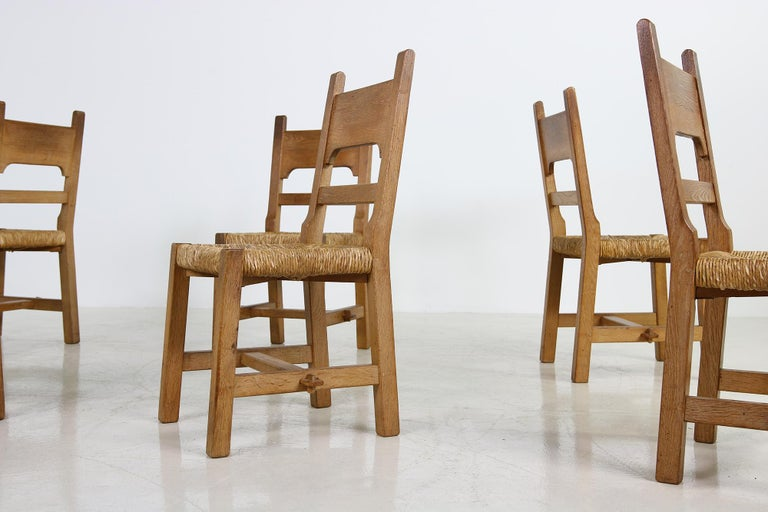 Beautiful set of six 1950s-1960s rush/cane solid oak chairs, French design, in the style of Charlotte Perriand, Pierre Chapo... designer unknown, rare pieces, rush seats in perfect condition, great patina on the wood, authentic condition, beautiful