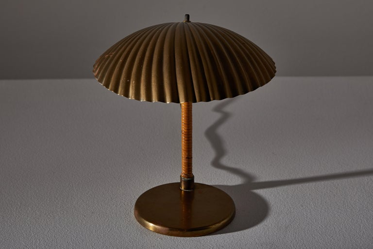 Rare Simpukka Table Lamp by Paavo Tynell for Taito Oy In Good Condition For Sale In Los Angeles, CA