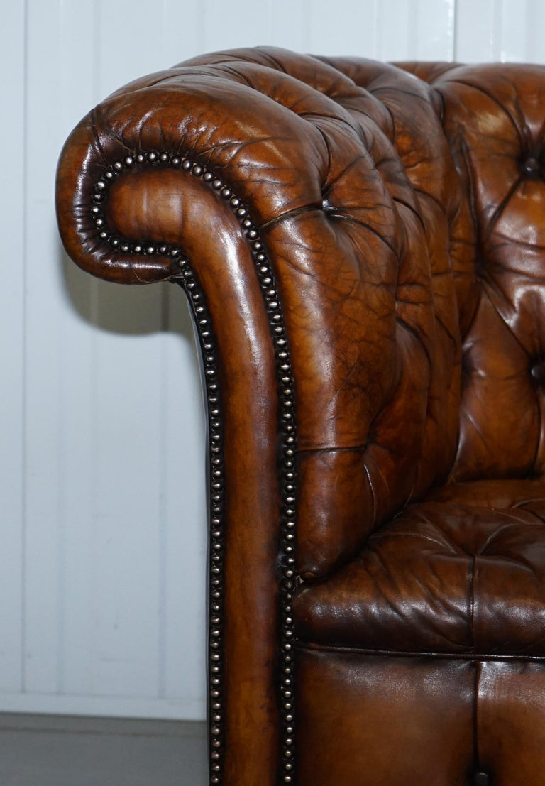 Rare Sloped Back Victorian Chesterfield Hand Dyed Brown Leather Sofa Horse Hair In Good Condition For Sale In London, GB