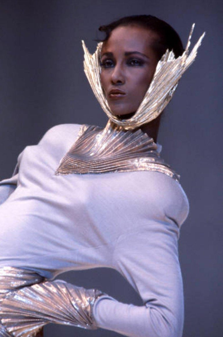 Rare Spring 1985 Thierry Mugler Bombshell Pleated Gold Lurex 'Shell' Dress For Sale 8