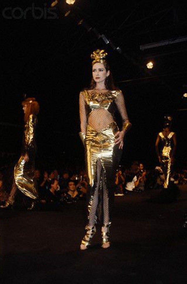 Rare Spring 1985 Thierry Mugler Bombshell Pleated Gold Lurex 'Shell' Dress For Sale 10