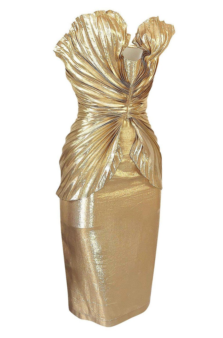 Rare Spring 1985 Thierry Mugler Bombshell Pleated Gold Lurex 'Shell' Dress In Excellent Condition For Sale In Rockwood, ON