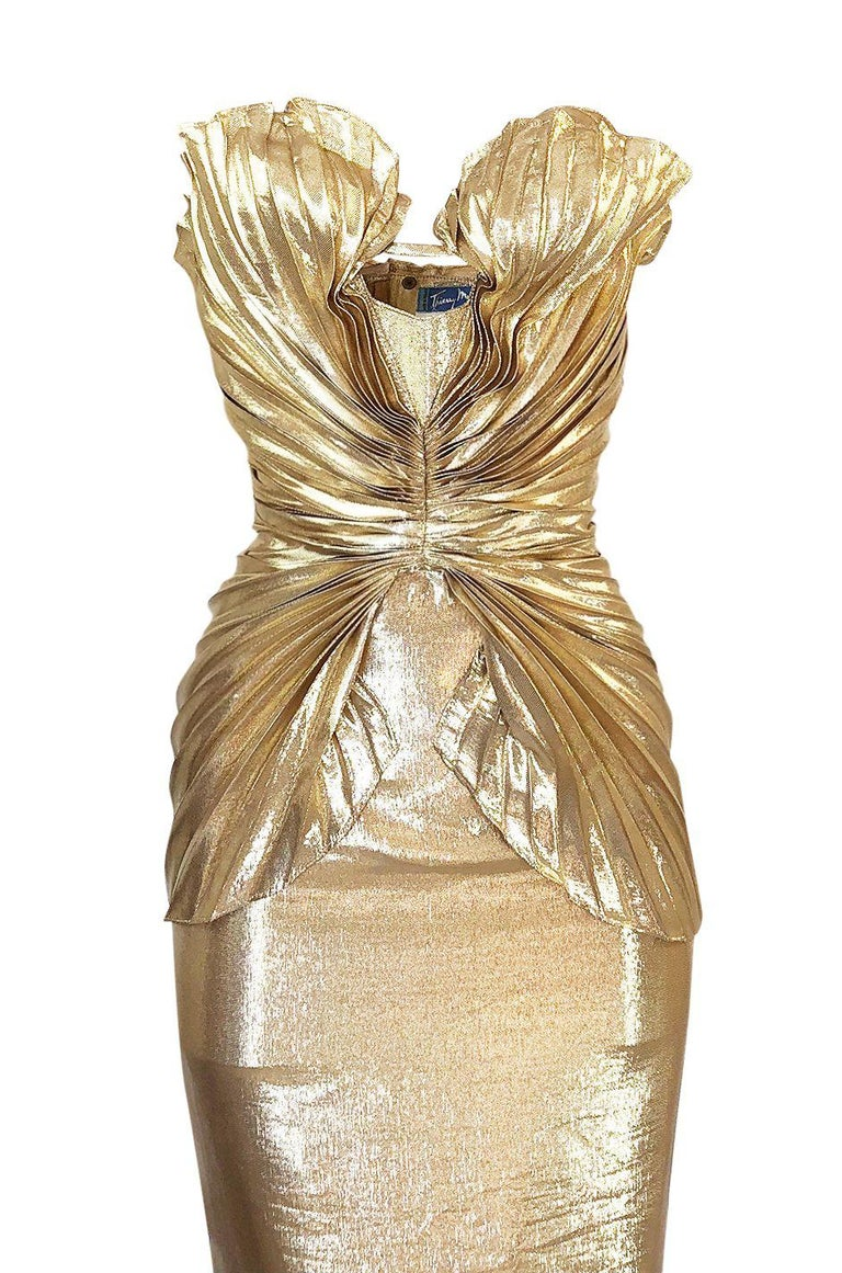 Rare Spring 1985 Thierry Mugler Bombshell Pleated Gold Lurex 'Shell' Dress For Sale 2