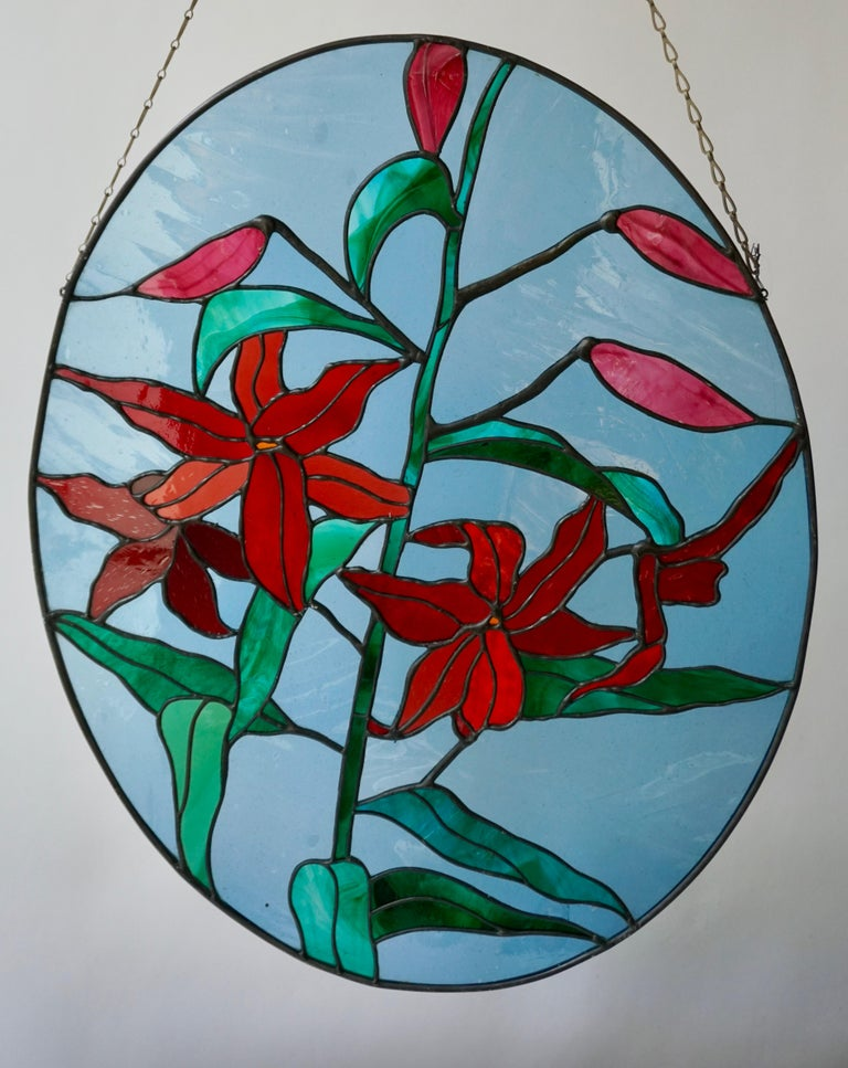 Rare Stained Glass Window Panel with Red Flowers In Good Condition For Sale In Antwerp, BE