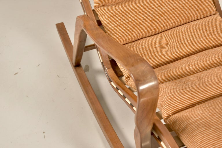 20th Century Rare Studio Cassina Rocking Chair Model 572 For Sale