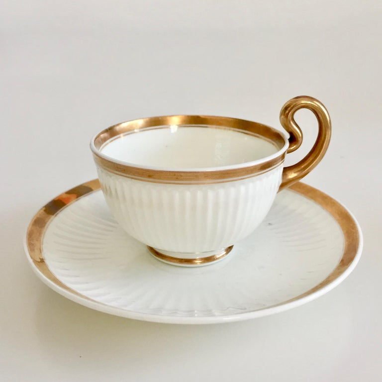Swansea Porcelain Tea Set, Tea & Breakfast Cup White and Gilt, Regency ca 1820 In Good Condition For Sale In London, GB