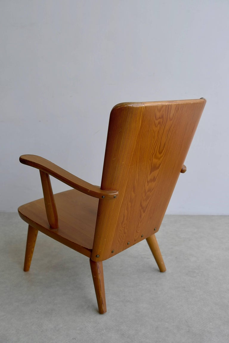 Mid-Century Modern Rare Swedish Armchair in Pine by Goran Malmvall voor Svensk Fur, 1940s For Sale