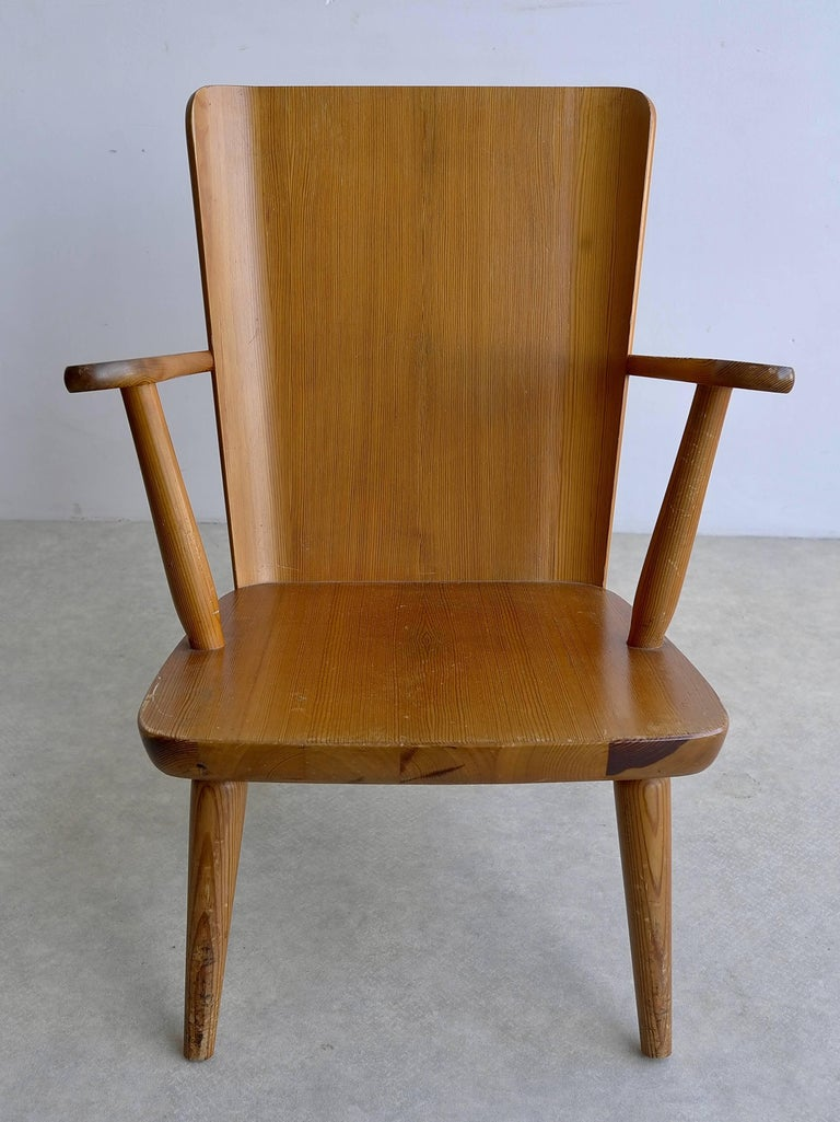 Rare Swedish Armchair in Pine by Goran Malmvall voor Svensk Fur, 1940s In Excellent Condition For Sale In The Hague, NL