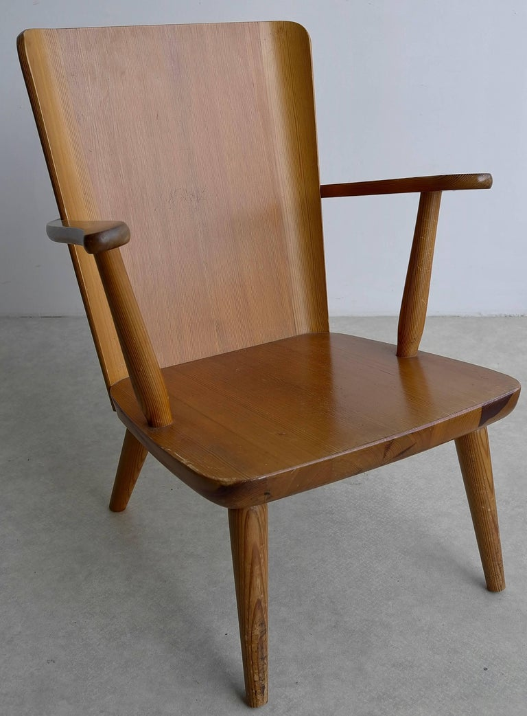 Rare Swedish Armchair in Pine by Goran Malmvall voor Svensk Fur, 1940s For Sale 1