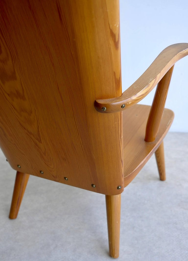 Rare Swedish Armchair in Pine by Goran Malmvall voor Svensk Fur, 1940s For Sale 3