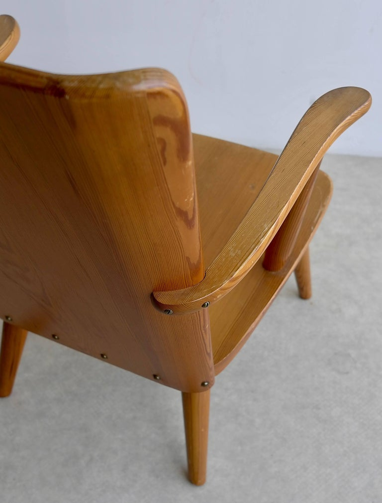 Rare Swedish Armchair in Pine by Goran Malmvall voor Svensk Fur, 1940s For Sale 4