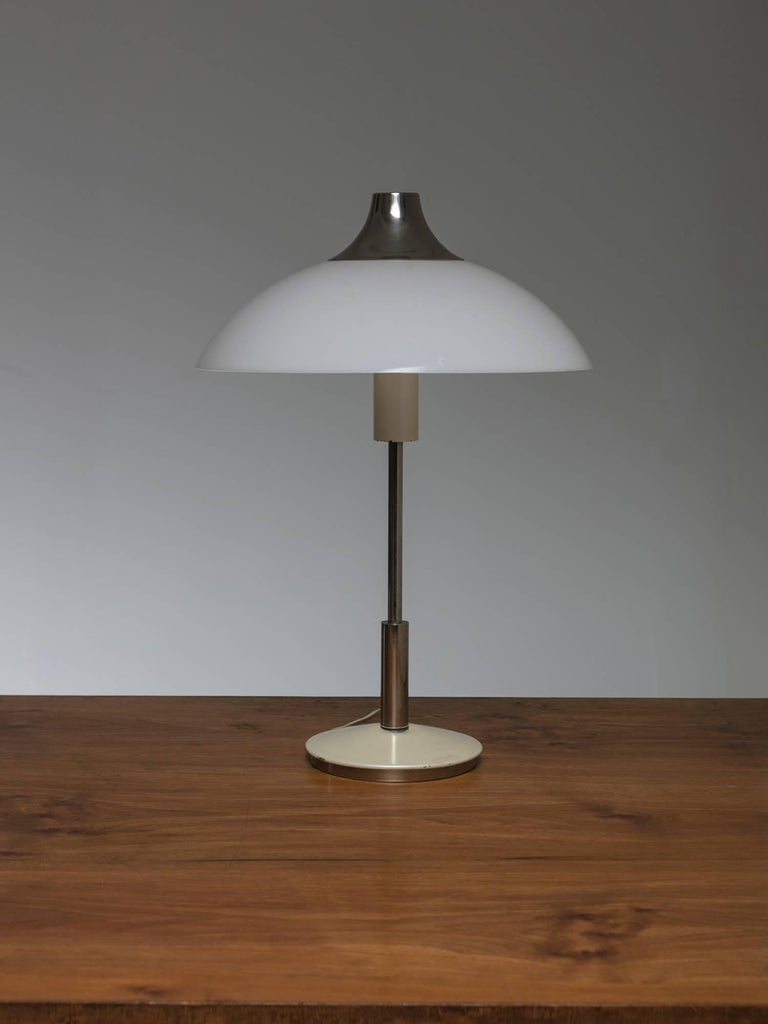 Stilnovo table lamp with gorgeous proportions.