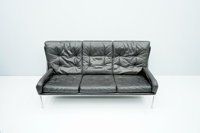 Beautiful three-seat sofa in black leather and chrome base. Very good original condition.