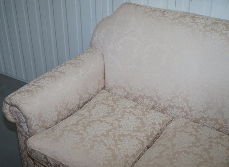Rare Victorian Damask Upholstery Walnut Carved Lion Paw Feet Sofa Armchair Suite In Good Condition For Sale In London, GB