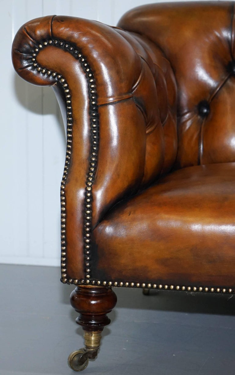 Rare Victorian Howard and Sons Fully Restored Brown Leather Chesterfield Sofa In Excellent Condition For Sale In London, GB