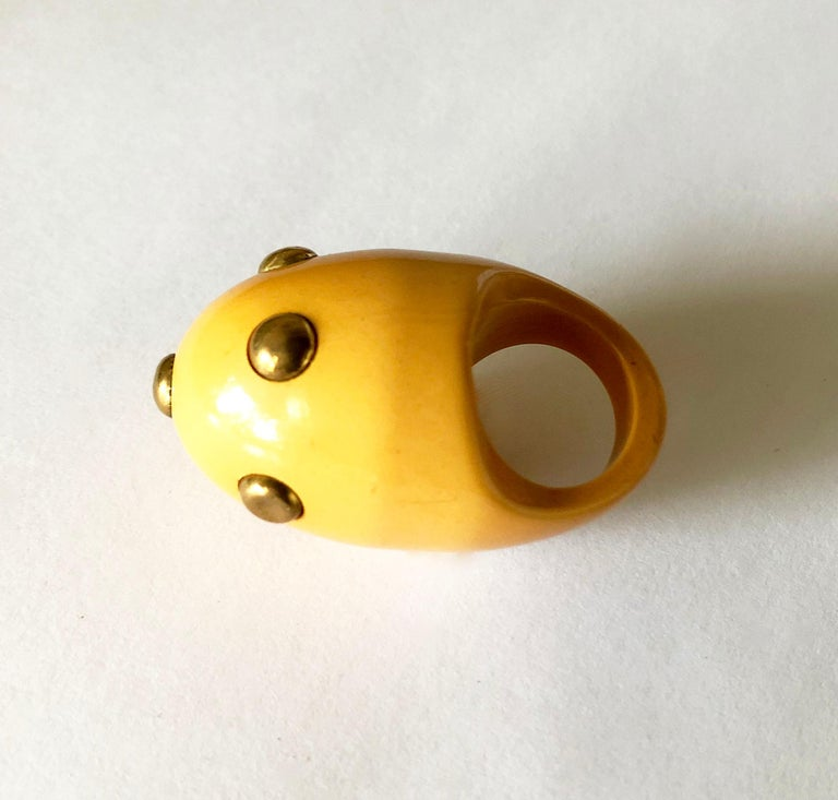 Rare Vintage 1960s Kenneth Jay Lane Bakelite Plastic Ring with Brass Studs In Good Condition For Sale In Los Angeles, CA