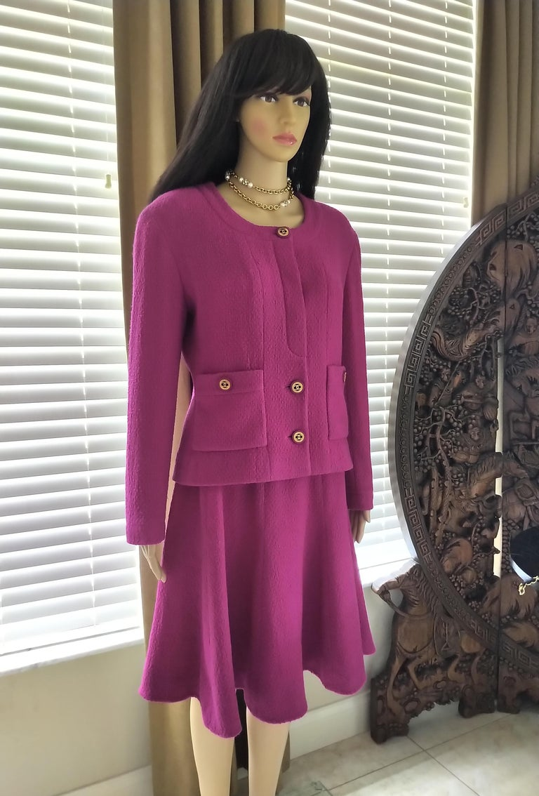 Rare Vintage Chanel 1980's CC Pink Violet Tweed Jacket Skirt Suit FR 40/ US 6 8 In Good Condition For Sale In Ormond Beach, FL