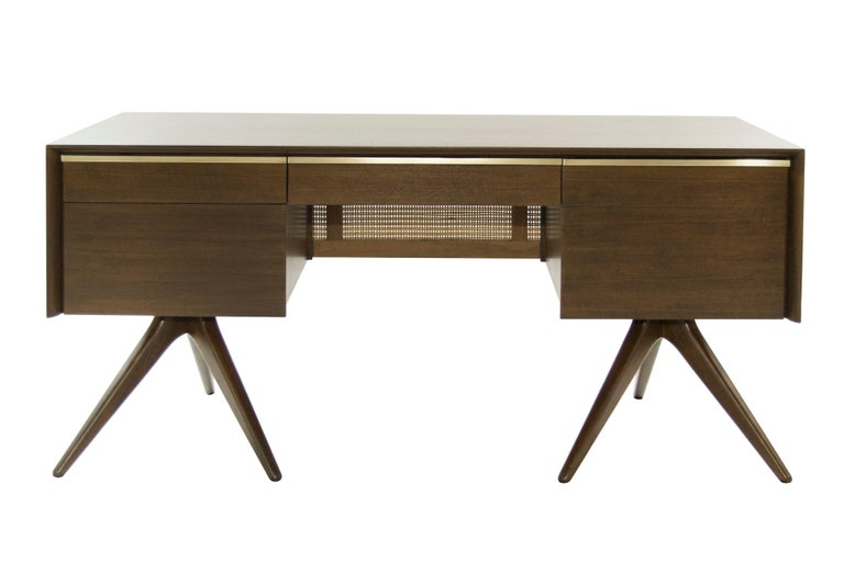 Mid-Century Modern Rare Walnut Desk by Vladimir Kagan for Grosfeld House, circa 1950s For Sale