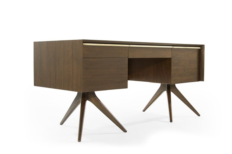 American Rare Walnut Desk by Vladimir Kagan for Grosfeld House, circa 1950s For Sale